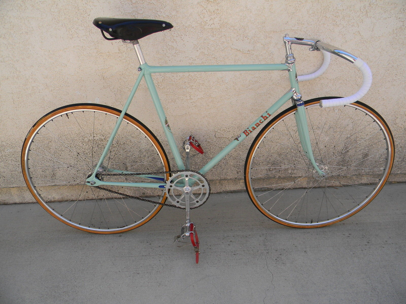 Offered for auction is a very rare late(?) 1950s Bianchi Team Campione del  Mondo pista/track bicycle. It is a true team bicycle as noted by the  frame's ...